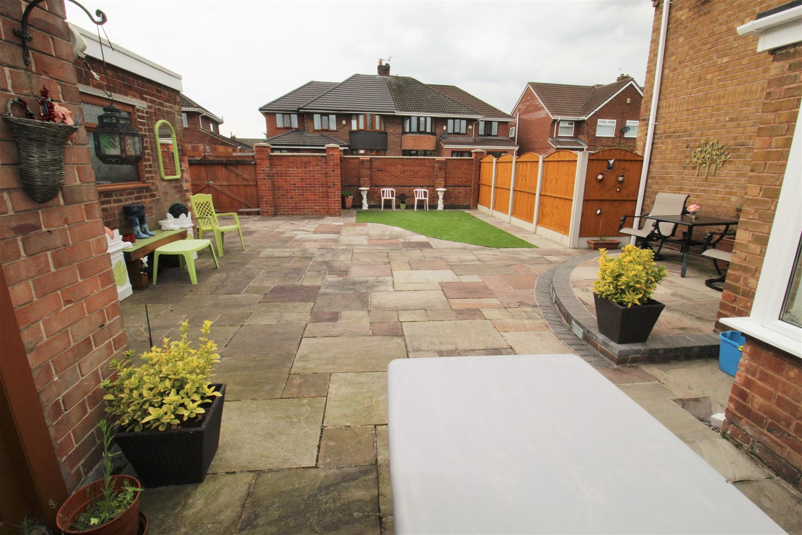 3 Bedrooms, House - Semi-Detached, Felsted Drive, Liverpool